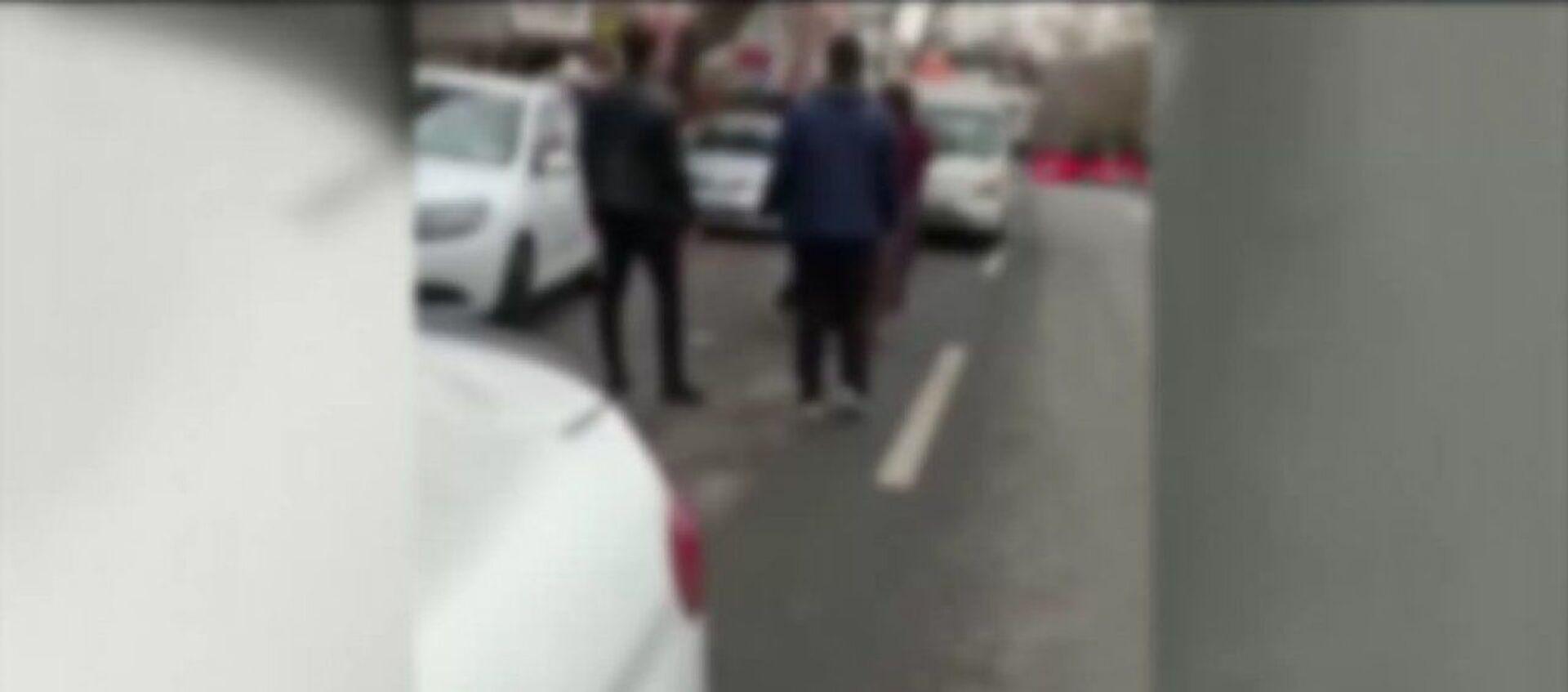 Ankara Emniyet Müdürlüğü, kadına şiddet uygulayan bir kişinin görüntüleri hakkında açıklama yaptı. Açıklamada, olaya karıştığı tespit edilen 3 kişinin 3 Ekim 2020 tarihinde gözaltına alındığı belirtildi. - Sputnik Türkiye, 1920, 10.03.2021