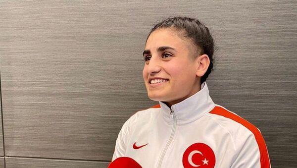 Van'da 2011'de meydana gelen depremde göçük altından kurtarılanEda Yıldırım - Sputnik Türkiye