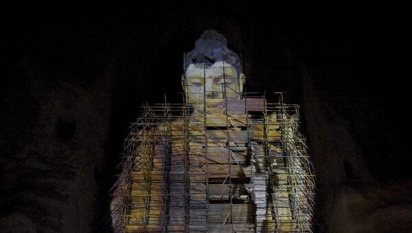 Sanal olarak üç boyutlu yeniden canlandıran 55 metre yüksekliğindeki Buda heykeli, Bamyan, Afganistan - Sputnik Türkiye