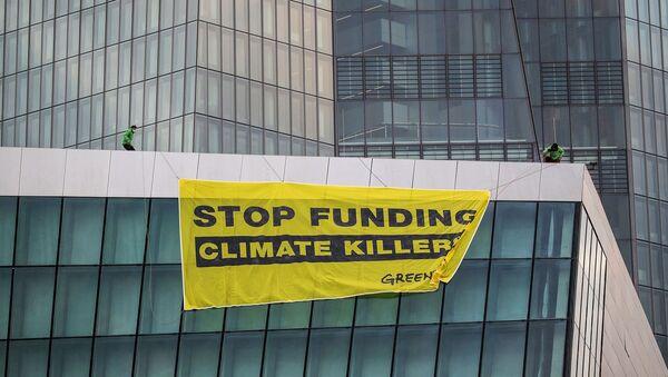 Greenpeace - Avrupa Merkez Bankası - ECB - paraşüt - Sputnik Türkiye