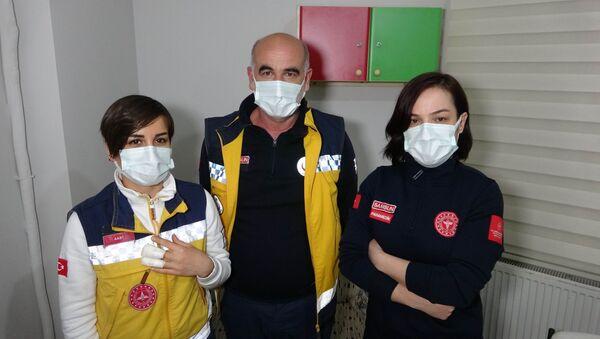 Samsun'da bir kişi ihbarla evine gelen sağlık çalışanına saldırdı - Sputnik Türkiye