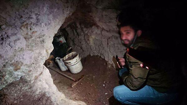Mağarada suçüstü yakalandılar: Define için kazı yaptıkları ortaya çıktı - Sputnik Türkiye