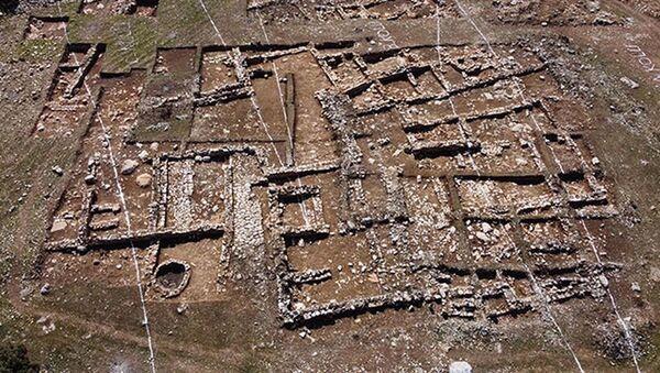 Tünel için yapılan bağlantı yolu çalışmasında 2 bin yıllık yerleşim bulundu: Güzergah kaydırılacak - Sputnik Türkiye