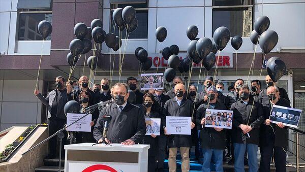 Sağlık çalışanları, 14 Mart Tıp Bayramı etkinlikleri kapsamında, yeni tip koronavirüs (Kovid-19) nedeniyle hayatını kaybeden meslektaşları için anma töreni düzenledi. - Sputnik Türkiye