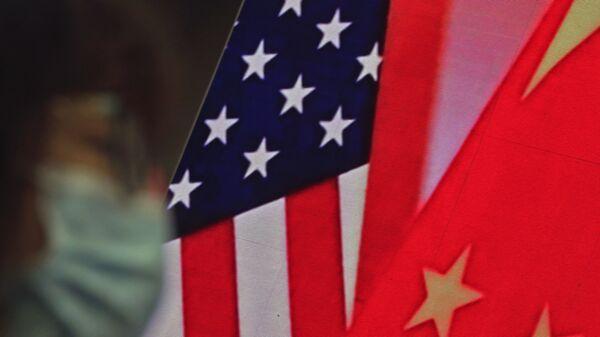 Çin-ABD Bayrak - Sputnik Türkiye