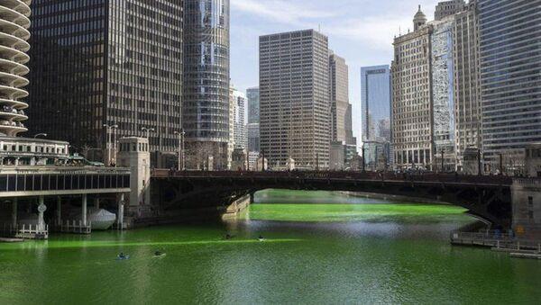 ABD'de Chicago Nehri'nin rengi yonca yeşiline döndürüldü - Sputnik Türkiye