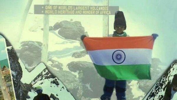 7 yaşındaki çocuk Afrika'nın en yüksek dağı Kilimanjaro'ya tırmandı - Sputnik Türkiye