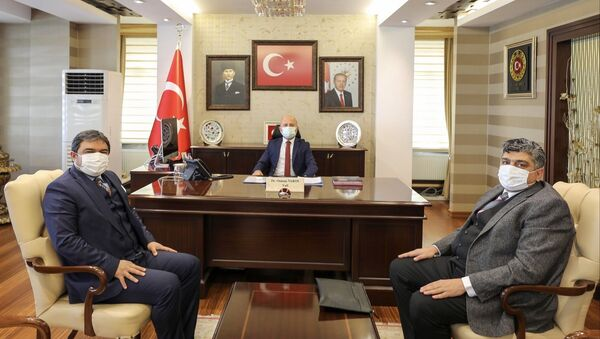 Koza Altın İşletmeleri Müdürü Kemal Öcal ilçeye gelerek tesisin kurulacağı alanda incelemelerde bulundu. - Sputnik Türkiye