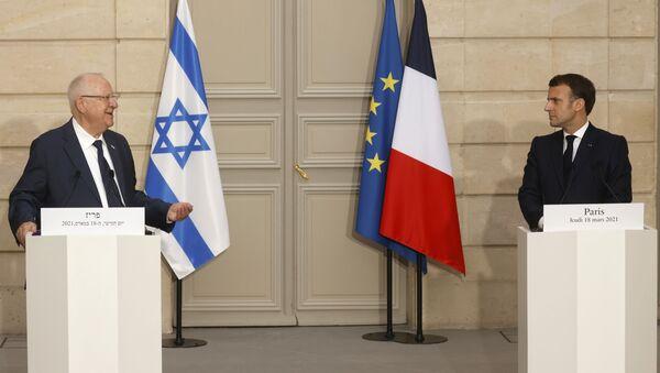 Fransa Cumhurbaşkanı Emmanuel Macron, Elysee Sarayı'nda İsrailli mevkidaşı Reuven Rivlin ile düzenlediği basın toplantısında - Sputnik Türkiye