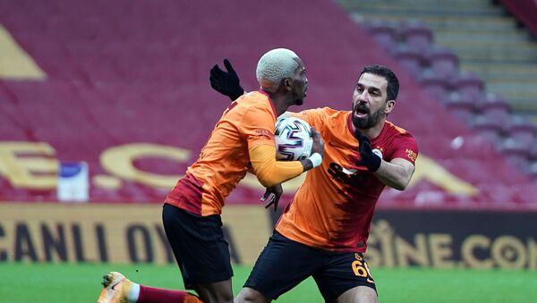 Galatasaray, Çaykur Rizespor mağlubiyetiyle Süper Lig'de 11 maç sonra sahasında yenildi. - Sputnik Türkiye