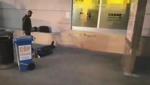 Kocaeli'nin Gebze ilçesinde özel bir hastanenin önünde fenalaşarak dakikalarca can çekiştiği, daha sonra da hayatını kaybettiği olay hakkın yürütülen soruşturmada, hastane kusursuz bulundu. - Sputnik Türkiye