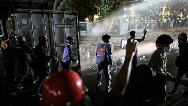 Tayland'ın başkenti Bangkok'taki Büyük Saray yakınında, hükümet karşıtı gösteri düzenlendi.  - Sputnik Türkiye