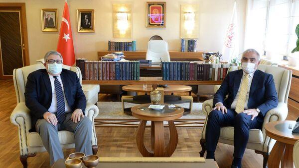 Rusya'nın Ankara Büyükelçisi Aleksey Yerhov ile Türkiye Kültür ve Turizm Bakanı Mehmet Nuri Ersoy bir araya geldi.  - Sputnik Türkiye