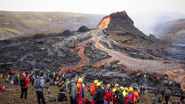 İzlanda'da Fagradals Yanardağı 900 yıl sonra patladı - Sputnik Türkiye