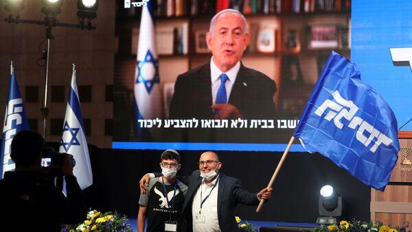 İsrailtelevizyonlarında yayınlanansandık çıkış anketlerinegöre, Başbakan Benyamin Netanyahu'nun partisi Likud, 33 milletvekili çıkararak seçimde birinci oldu. - Sputnik Türkiye