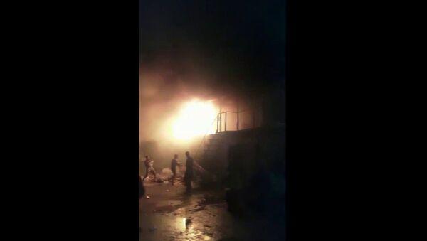 Maltepe'de bir geri dönüşüm deposunda işçilerin kalmış olduğu konteyner kısmında yangın çıktı. Alevlerin sardığı konteynırı gören işçiler kendilerini dışarı zor att - Sputnik Türkiye