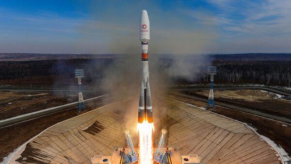 Rus Soyuz füzesiyle 36 İngiliz uydusu uzaya fırlatıldı - Sputnik Türkiye