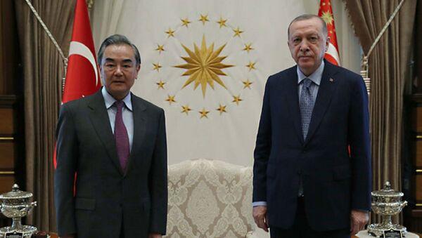 Cumhurbaşkanı Recep Tayyip Erdoğan, Çin Halk Cumhuriyeti Dışişleri Bakanı Vang Yi'yi kabul etti. - Sputnik Türkiye