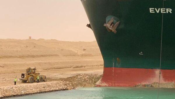 Süveyş Kanalı'nı tıkayan Ever Given gemisi - Sputnik Türkiye