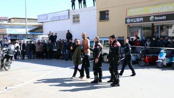 Antalya'da kendilerini jiletleyip yakmakla tehdit eden iki kişi gözaltına alındı - Sputnik Türkiye