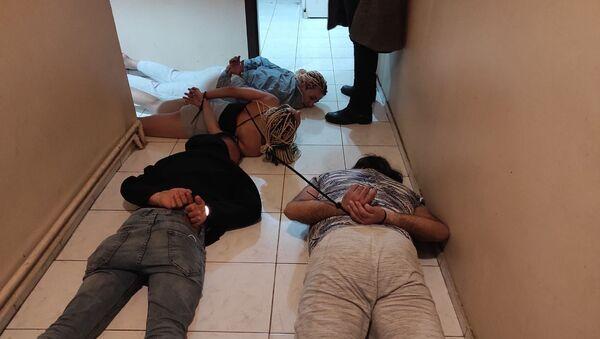 """Ankara'da eve çağırdıkları kişileri gasp eden çeteye """"Yarasa Kız"""" operasyonu - Sputnik Türkiye"""
