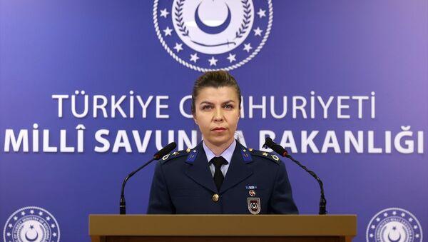 Milli Savunma Bakanlığı Basın Müşavirliği'nde görevli Hava Muharebe Binbaşı Pınar Kara - Sputnik Türkiye