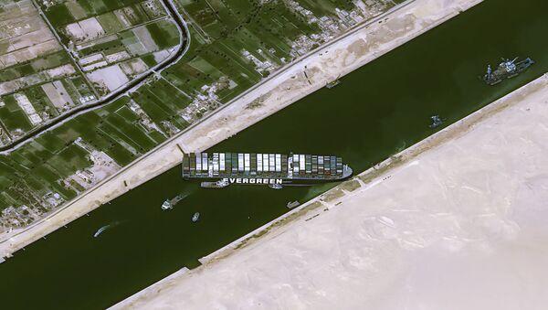 Süveyş Kanalı'nı tıkayan gemi Evergreen - Sputnik Türkiye