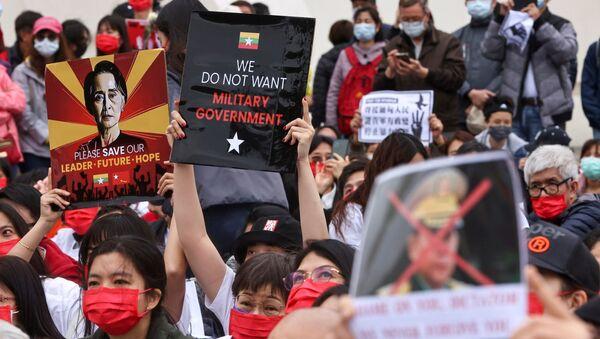 Myanmar'da darbe karşıtı protesto - Sputnik Türkiye