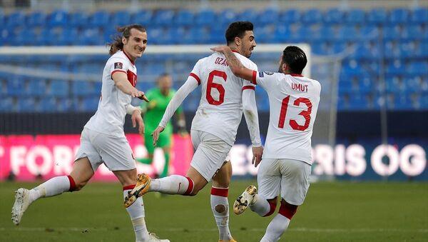 Türkiye A Milli Futbol Takımı, 2022 FIFA Dünya Kupası Elemeleri G Grubu maçında deplasmanda Norveç'i 3-0 yenerek 2'de 2 yaptı. - Sputnik Türkiye