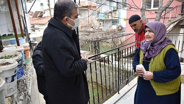 Karaman'da vali kapı kapı gezip uyarıda bulundu - Sputnik Türkiye