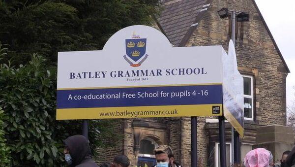 Din eğitimi dersindeMuhammed peygamber karikatürleri gösterildiği gerekçesiyleMüslüman velilerinprotesto gösterilerine sahne olan Batı Yorkshire'daki Batley Ortaokulu (Britanya, İngiltere) - Sputnik Türkiye