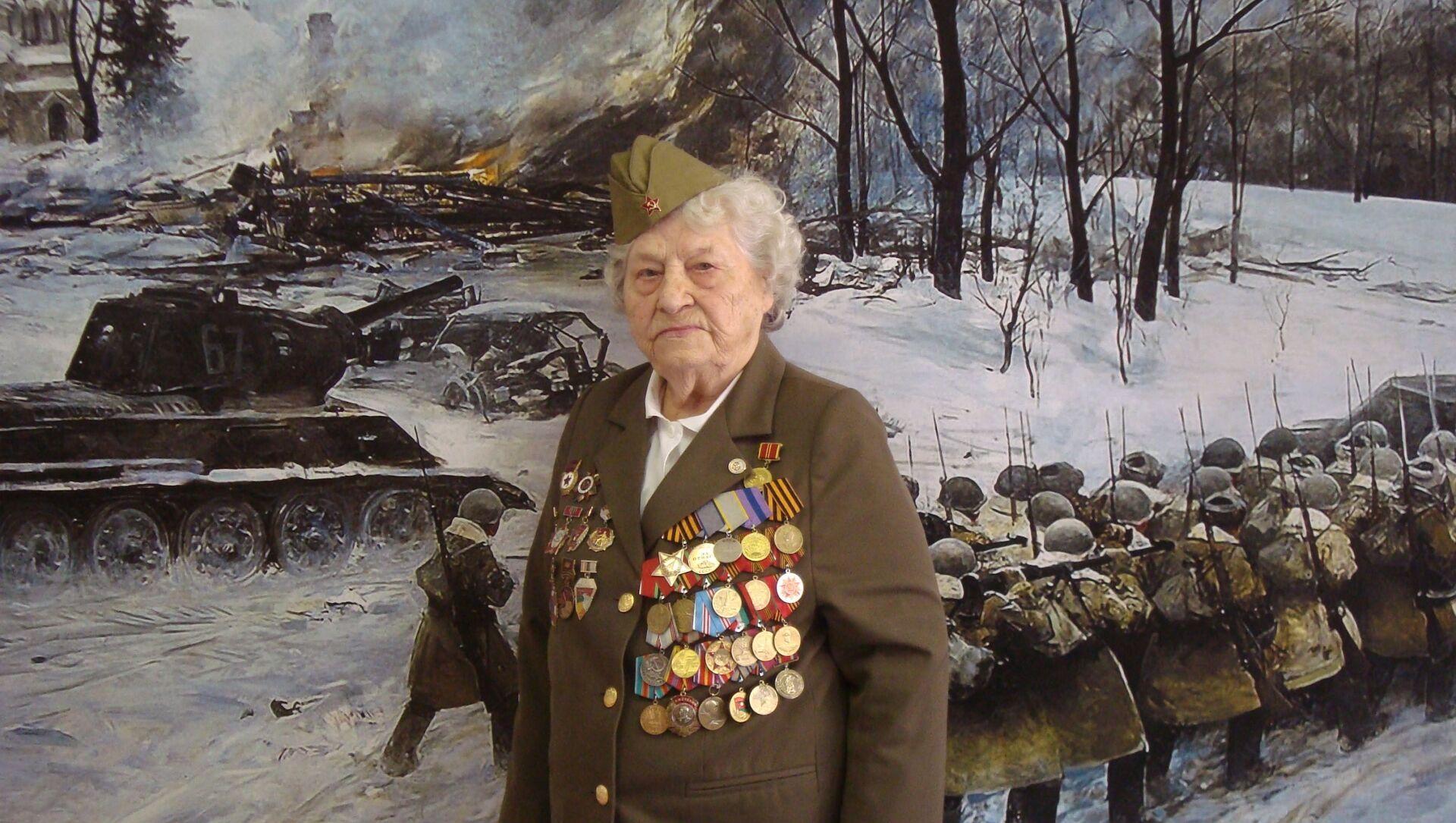 99 yaşındaki 2. Dünya Savaşı gazisi kadın, jet simülatörüyle gökyüzüne çıktı - Sputnik Türkiye, 1920, 30.03.2021