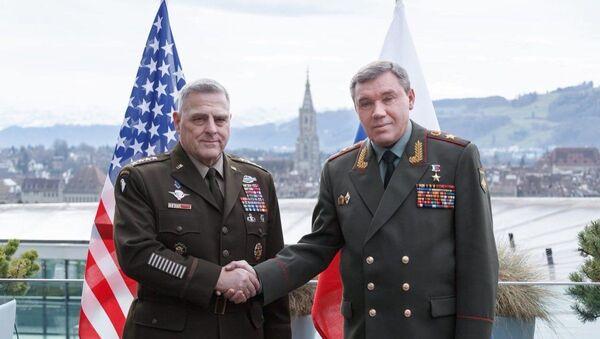 Rusya Genelkurmay Başkanı Valeriy Gerasimov'un ABD Genelkurmay Başkanı Mark Milley - Sputnik Türkiye