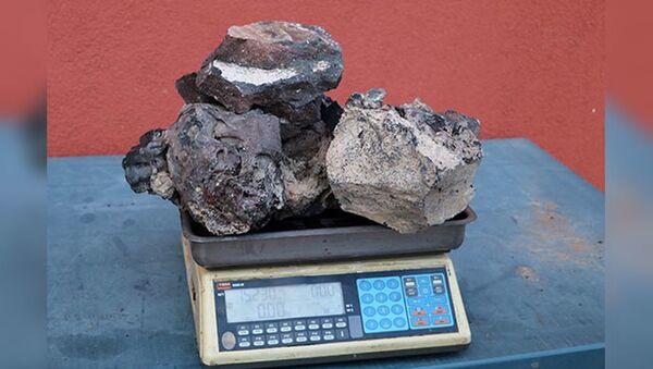 Meteorit diye 5 yıl saklayıp, gramını 3 dolara satmadı: Lav taşı çıktı - Sputnik Türkiye