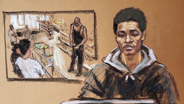 Mahkeme çizimiyle George Floyd davasında tanıklık eden Cup Foods kasiyeri Christopher Martin ve arka planda marketin güvenlik kamerası görüntüleri - Sputnik Türkiye