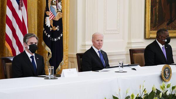 ABD Başkanı Joe Biden, ilk kabine toplantısını Beyaz Saray'da yeni tip koronavirüs (Kovid-19) önlemleri altında gerçekleştirdi. - Sputnik Türkiye