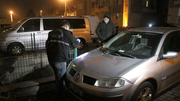 Üçüncü kattan otomobilin üzerine düşen kadın yaralandı - Sputnik Türkiye