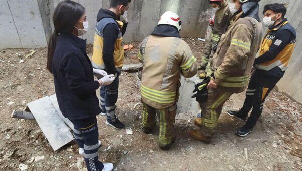 Beyoğlu'nda ilk iş gününde inşaattaki çukura düşen işçi öldü  - Sputnik Türkiye