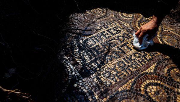 İzmir'de 1500 yıllık mozaik bulundu - Sputnik Türkiye