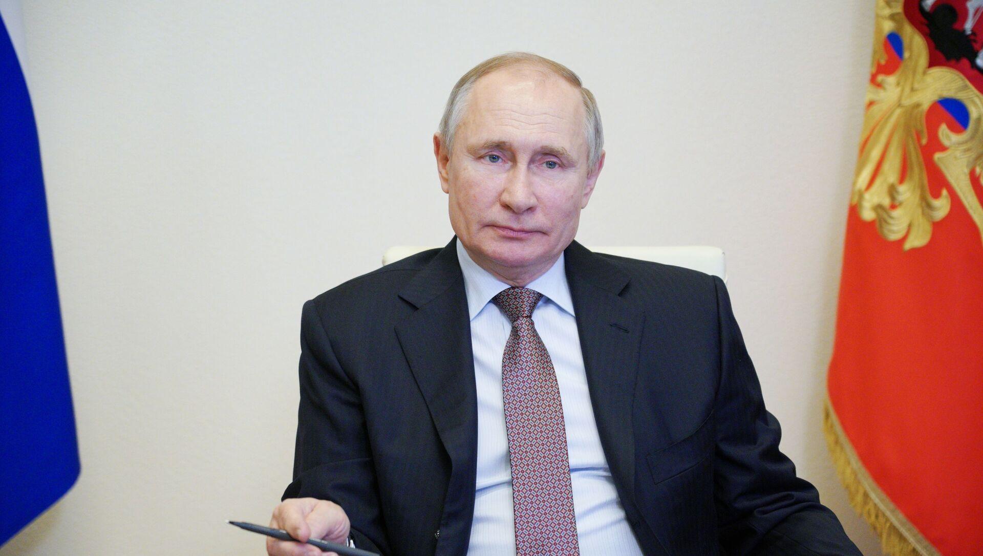 Putin, devlet başkanının iki dönem daha adaylığını koymasına yönelik yasayı imzaladı - Sputnik Türkiye, 1920, 05.04.2021
