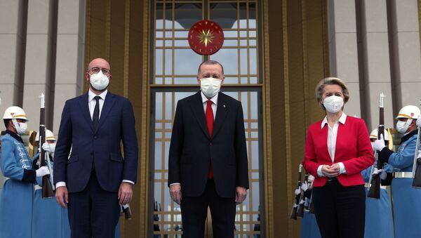 Cumhurbaşkanı Recep Tayyip Erdoğan, Avrupa Birliği Konseyi Başkanı Charles Michel ve Avrupa Birliği Komisyonu Başkanı Ursula Von Der Leyen'i Kabul etti. - Sputnik Türkiye