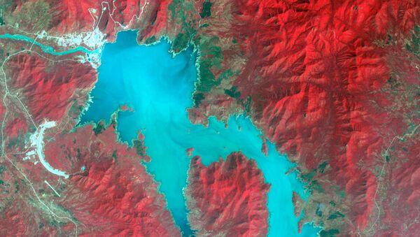 Mavi Nil Nehri üzerinde Etiyopya - Sudan sınırı yakınında su toplayan Rönesans (Hedasi) Barajı'nın uydu görüntüsü - Sputnik Türkiye