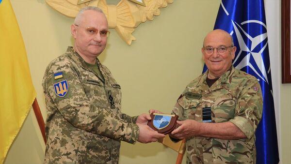 NATO Askeri Komite Başkanı Orgeneral Stuart Peach, Ukrayna Genelkurmay Başkanı Ruslan Homçak ile Lviv şehrinde görüştü. - Sputnik Türkiye