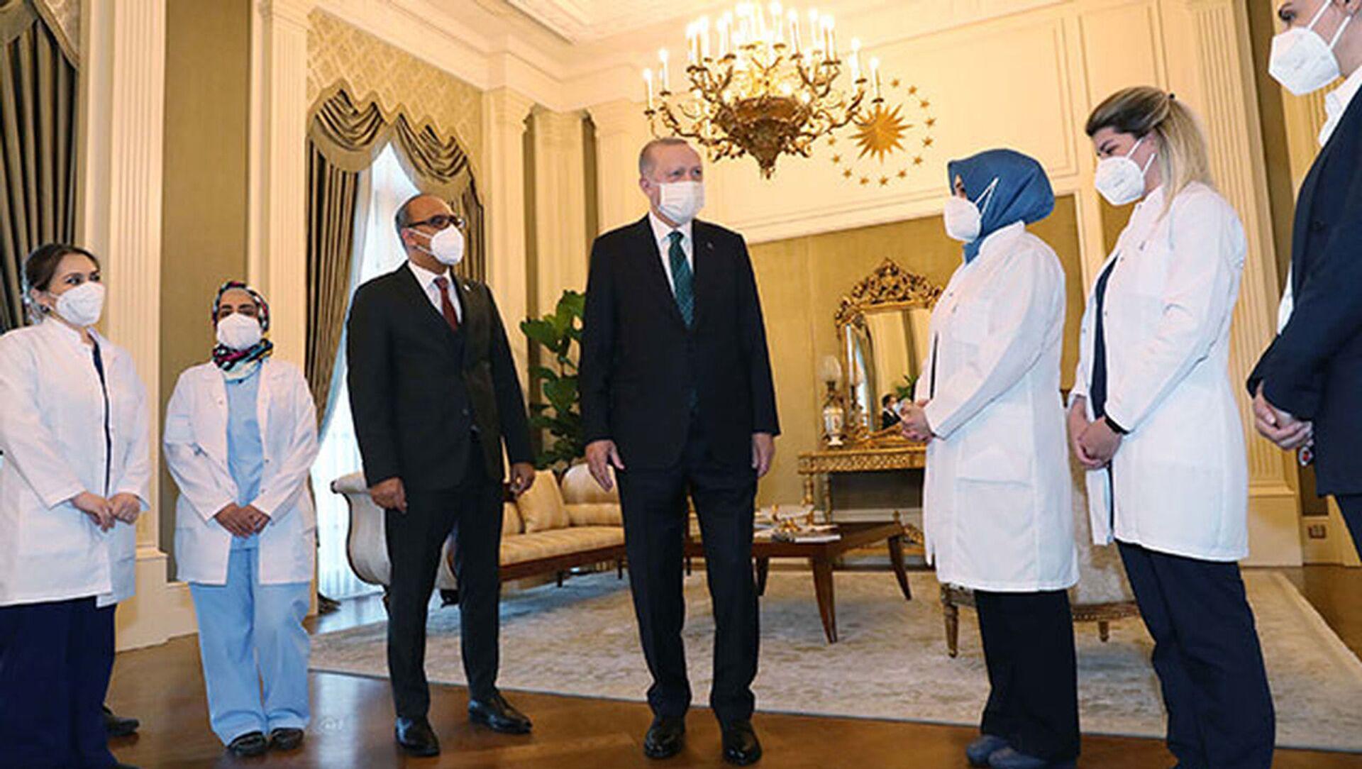 Cumhurbaşkanı Erdoğan, sağlık çalışanlarıyla bir araya geldi - Sputnik Türkiye, 1920, 07.04.2021