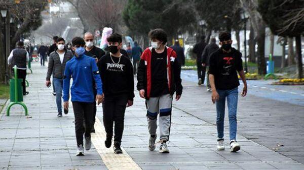 genç - maske - koronavirüs - Sputnik Türkiye