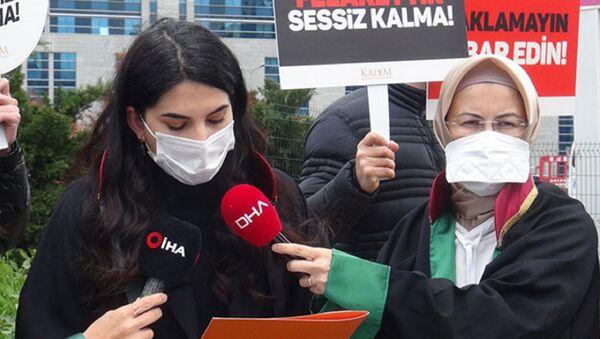 Kadın ve Demokrasi Derneği (KADEM) adına açıklama yapan Avukat Berivan Koca  - Sputnik Türkiye
