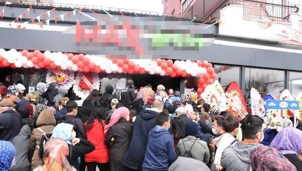 Sivas'ta açılışında sosyal mesafe kuralının ihlal edildiği market, 4 gün süreyle mühürlendi. - Sputnik Türkiye