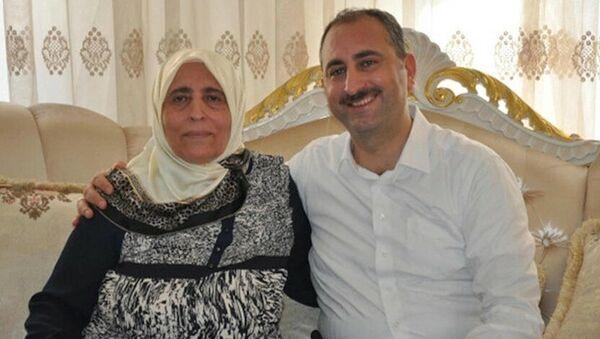 Abdülhamit Gül ve annesi - Sputnik Türkiye