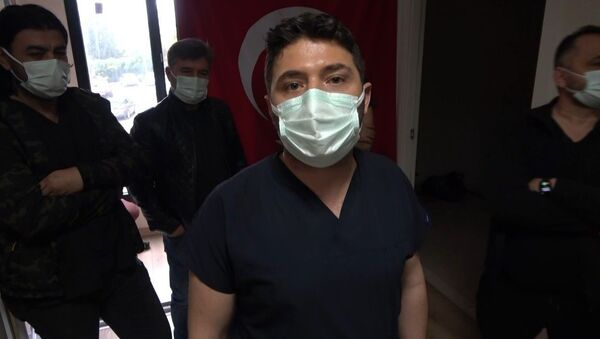 Osmaniye Devlet Hastanesi ortopedi bölümüne gelen cumhuriyet savcısı, sırası gelmeden girdiği doktorun odasında kendisini muayene etmeyen doktoru gözaltına aldırdı - Sputnik Türkiye