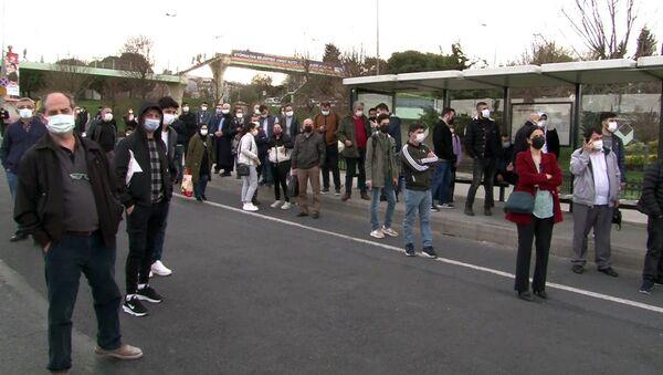 Ayvansaray'da yolculardan 'gelmeyen otobüs' tepkisi - Sputnik Türkiye